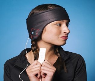 Дори едночасовото слушане на музика със слушалки уврежда