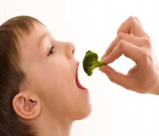 Детското здраве  : Детското здраве и бабините суеверия - простуда, кривогледство, настинка, безсъние, мляко, дъвка, хълцане