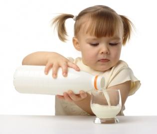 Калцият в млякото пази от рак?
